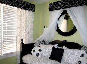 white black bedroom ideas:  designs small bedroom decorating the combination black and white