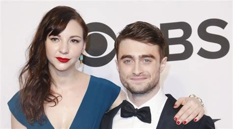 girlfriend examinercom watch daniel radcliffe and his girlfriend perform at a