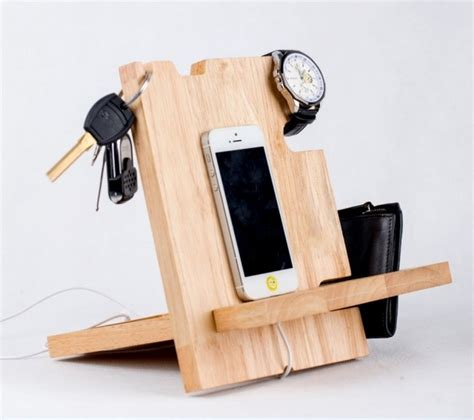 Charging Station Ideas by Reclaimed Pallet Cell Phone Holders Recycled Things