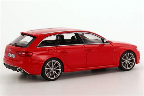 Audi RS4 Avant (B8, Faclift 2012) misano rot Werbemodell Minichamps 5011214223 Bild 6