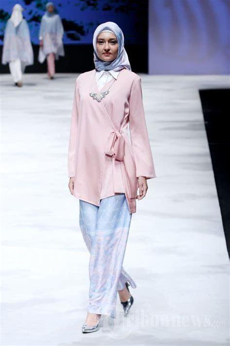 Angelia Blouse Gonegani fashion show karya ria miranda tribunnews hijabi