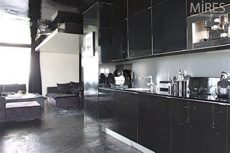 cuisine 駲uip馥 noir et blanc noir blanc inox c0570 mires
