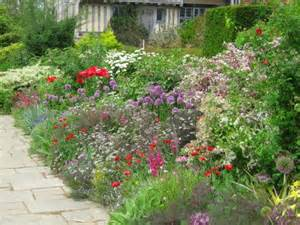 mixed border planting style typical mixed border plants