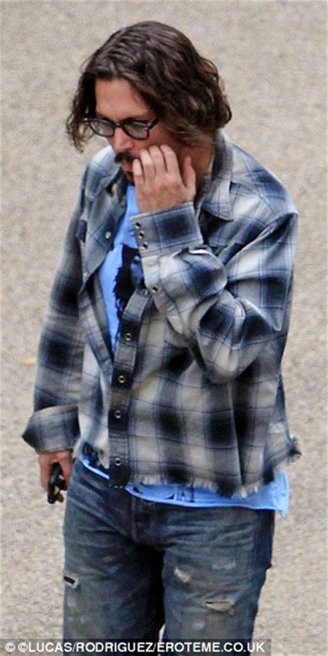 johnny depp wears a wig in public new photo shows johnny depp joins the braid y bunch on the set of the