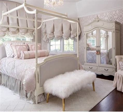 Chanel Bedroom by 25 Best Ideas About Chanel Bedding On Chanel Room Chanel Decor And Chanel Inspired
