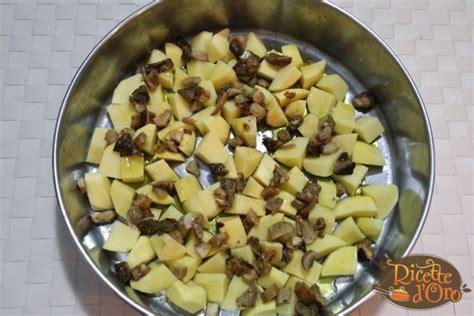 come cucinare le salsicce al forno salsicce patate e funghi al forno di ricette d oro