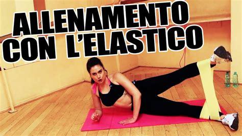 ginnastica per interno braccia allenamento con elastico esercizi per gambe braccia per