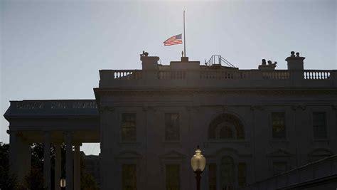 casa asta como la casa blanca vuelve a poner la bandera a media asta por