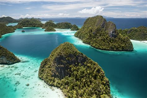 best islands 10 best islands in indonesia with photos map touropia