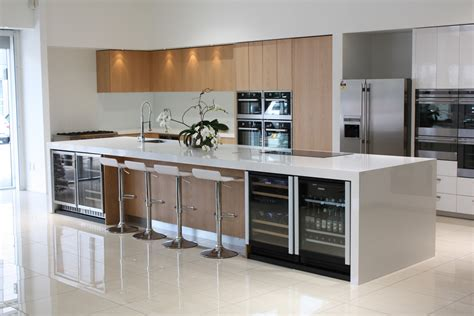 using high gloss tiles for kitchen is interior