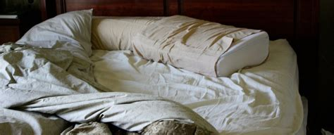 dust mites in bed making your bed each morning might encourage dust mites to breed in it