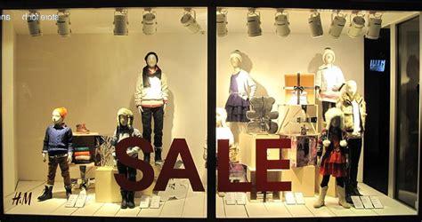Display Safety Work Apparel On Showroom Floors - best window displays hm 2012 christmas 01 1000x528 jpg
