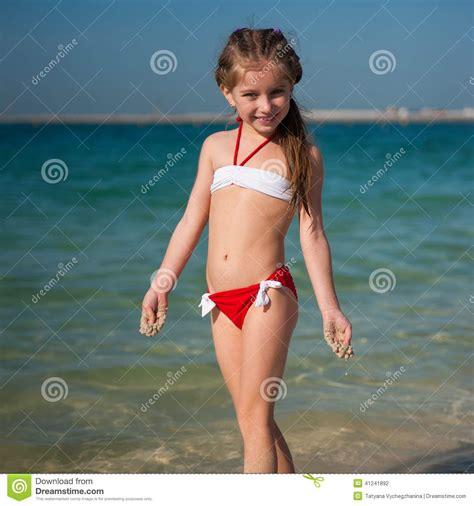 Bambina Felice Sulla Spiaggia Fotografia Stock Immagine