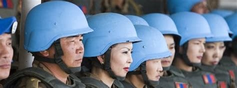 the un at war peace operations in a new era books un liaison office for peace and security dpko dpa dfs