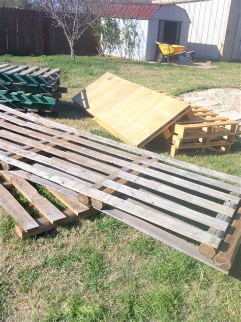 17 helpful tips before painting wooden pallets pallet ideas 1001 pallets need to and pallets diy pallet deck home exterior improvements 99 pallets