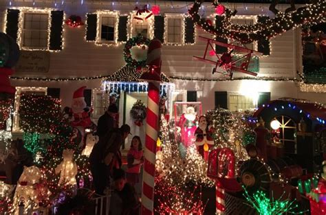 ravenna christmas lights where to see amazing lights seattle magazine