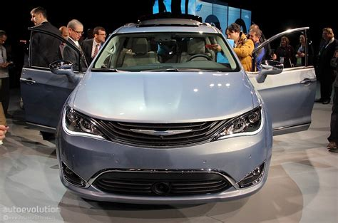 Chrysler Pacifica Mpg by 2017 Chrysler Pacifica Scores Impressive 28 Mpg Highway