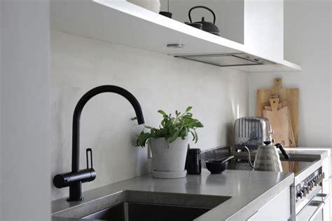Paraschizzi Per Cucina by Foto Paraschizzi Cucina In Cemento Resina Di Rossella