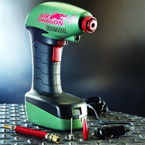 draagbare compressor merk air dragon max druk  psi  bar voeding sigarettenplug