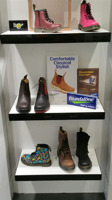 Boutique Tuil by La Boutique Tuil Expose Les Boots Blundstone