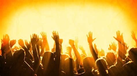 imagenes de multitudes orando las claves para la manifestaci 211 n de la presencia de dios y