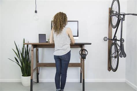 travailler debout bureau bureau en bois moderne qui encourage le travail debout