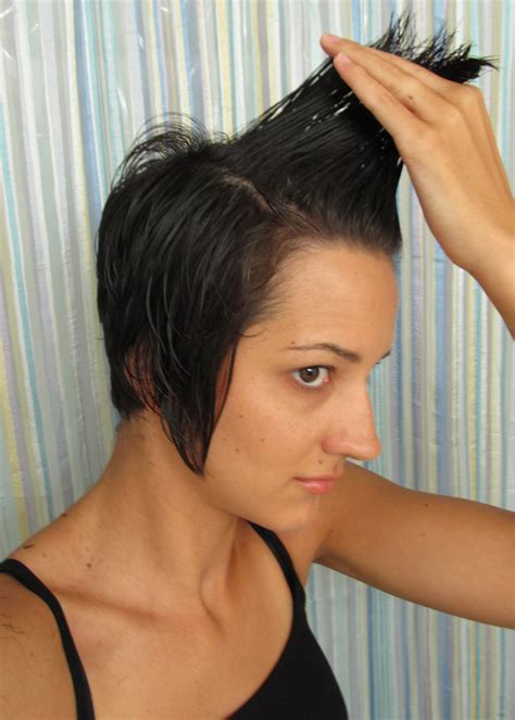 short haircuts and how to cut them how to layer cut your own hair short hairstyle 2013