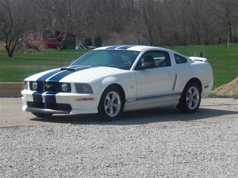 mustang gt 2008 specs 2008 ford mustang pictures cargurus