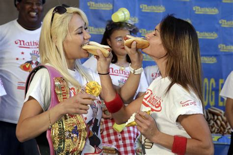 female hot dog eating contest winner las vegas miki sudo wins hot dog eating contest in new