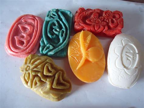 membuat kerajinan sabun desain grafis mengukir sabun