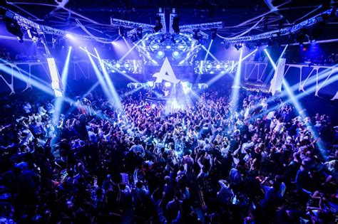 top vegas bars top 10 naughtiest nightclubs in las vegas