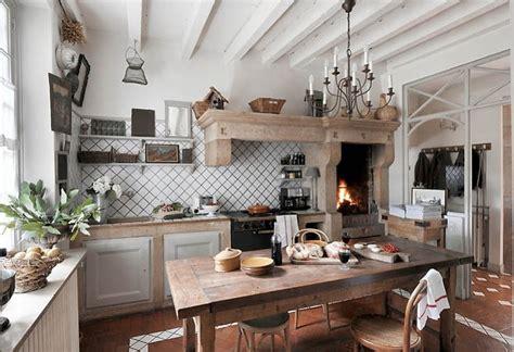 piastrellato rustico estilo rustico casa de co en la cina francesa