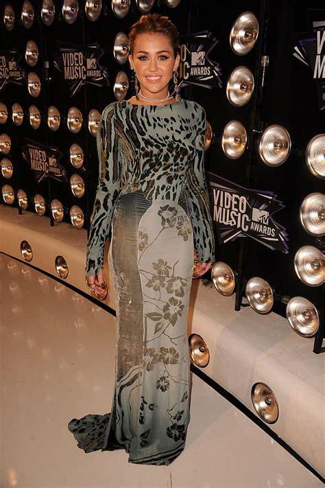 kim kardashian game pop glam australia miley cyrus 2011 vma red carpet pictures popsugar