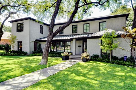 Modern Bungalow   Modern   Exterior   Dallas   by Braswell