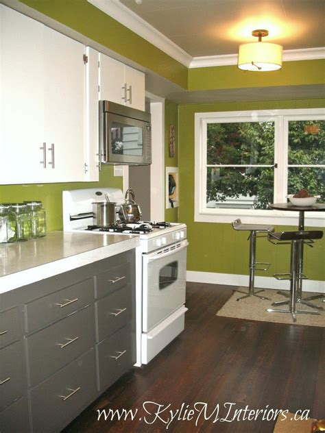 can white laminate cabinets be painted old laminate kitchen cabinets painted with benjamin moore