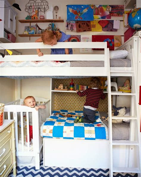 ideas for small bedrooms for kids small shared bedroom with three kids mini me pinterest