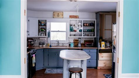is it hard to paint kitchen cabinets the easiest way to paint kitchen cabinets semigloss design