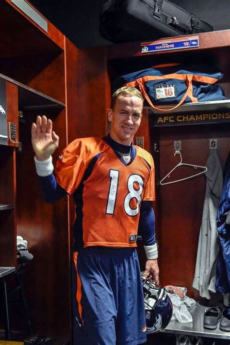 peyton manning locker room 160 best images about nfl pichers on football denver broncos logo and elway