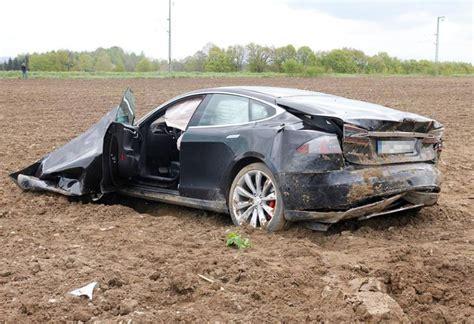 Tesla Wreck Crashes S New Tesla Model S In High Speed