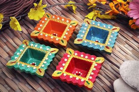 Handmade Diwali Diyas - diwali diya images pictures decoration designs ideas of