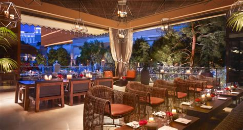 Patio Dining Las Vegas by Las Vegas Casual Dining Restaurants La Cave Las Vegas