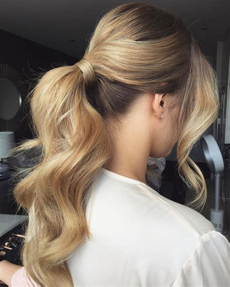 which hair style is suitable for curly hair medium height best 25 curly ponytail ideas on pinterest curly hair