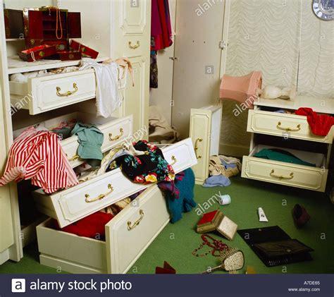 schlafzimmer einbrecher schlafzimmer nach einbruch stockfoto bild 515685 alamy