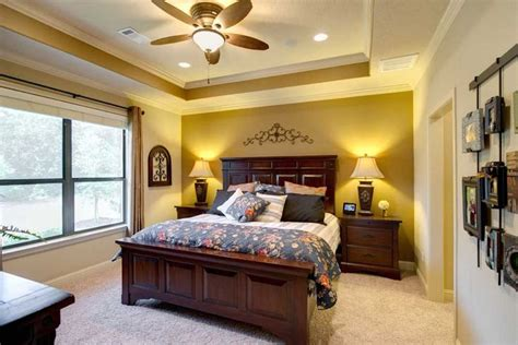 master bedroom features  tray ceiling  crown