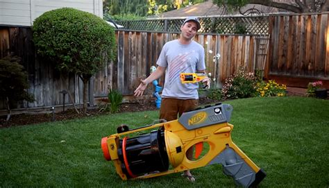 nerf best gun in the world the world s nerf gun can shoot darts at 40 mph