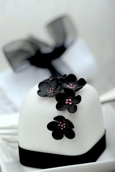 Mini Wedding Cake Ideas   Weddings By Lilly