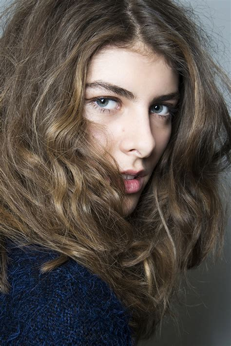Hairstyles For Naturally Wavy Hair by The Owner S Manual For Naturally Wavy Hair Stylecaster