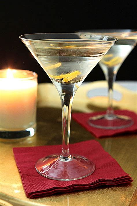 martini twist robert de niro s vodka martini with a twist drinkwire
