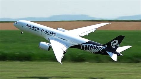 miniature air new zealand dreamliner s maiden flight stuff co nz