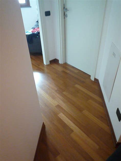 pavimento iroko iroko prefinito verniciato zanfi pavimenti